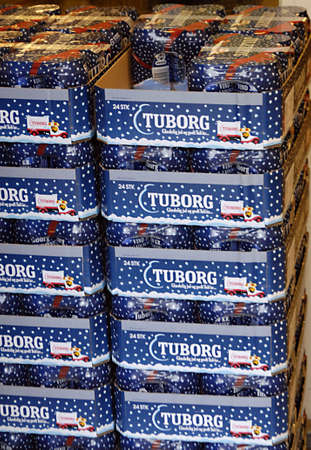 ediroial: Copenhagen  Danimarca. Blu Tuborg la birra sono per la birra di Natale in connessione con le celebrazioni di Natale 3.Nov. 2012 Editoriali