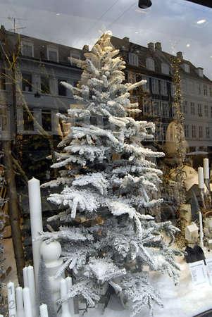 ediroial: Copenhagen  Danimarca. Le prime decorazioni di Natale su vendite anche su vari venditori di decorazioni di Natale e Illum Bolighus natale decorazione su Stroeget 9 Nov 2012