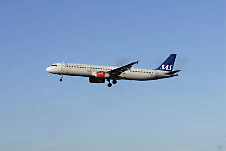 kastrup: KASTRUPCOPENHAGENDENMARK _Fritz Schur arrives at SAS airlines SAS airliens Huset to take part in negociation SAS airlines board and SAS airlines cabinet person, other 8 various tradion unions has agreed upon low wages and less benefits  and compete with Editorial