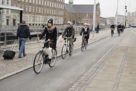 ediroial: Copenhagen  Danimarca. 30 moto per cento danesu s� o bicyce nella vita quotidiana al lavoro o dal lavoro e shopping transportto e le famiglie e tutte le citt� danesi hanno terreni bici per i ciclisti 24 Numero 2012 Editoriali