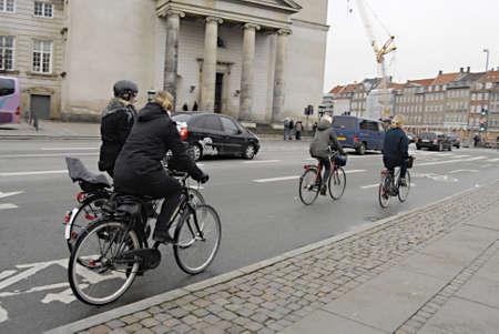 ediroial: Copenhagen  Danimarca. Il 30 per cento danesu SE bici o bicyce nella vita di tutti i giorni al lavoro o dal lavoro e transportto shopping e le famiglie e tutte le citt� danesi hanno terreni bici per i ciclisti 24 No. 2012