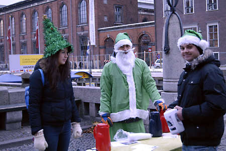 ediroial: Copenhagen  Denmark. Intenational students from Interntional school  from roksilde with their cokkie taste project at nyhavn canal Join Us Free Christmas Cookies  today friday 30 Nov. 2012        Editorial