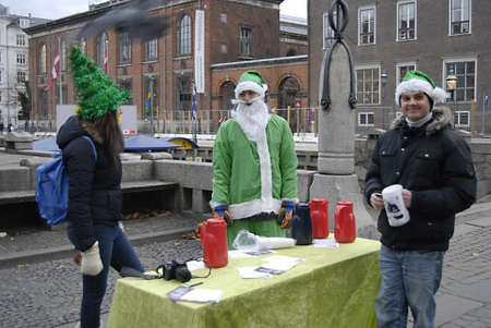 ediroial: Copenhagen  Denmark. Intenational students from Interntional school  from roksilde with their cokkie taste project at nyhavn canal Join Us Free Christmas Cookies  today friday 30 Nov. 2012