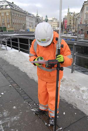 ediroial: Copenhagen  Denmark_Polish immigrato enginneer lavoratore marcatura terra arround Copenaghen dal cantiere CMT 11 Dicembre 2012