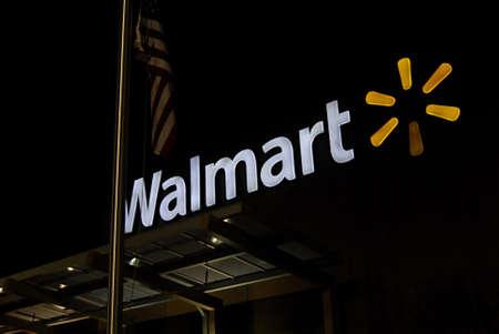 walmart: CLARKSTON  WASHINGTON STATE  EE.UU. Walmart s�per tienda 20 de diciembre 2012 Editorial