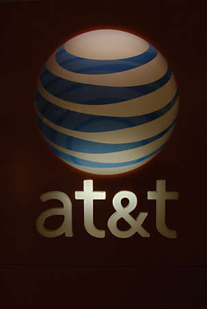polictics: SEATTLEWASHINGTON STATE USA _AT&T cellphone and wilreless net store in south hill mall 27 Dec. 2012