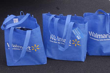 walmart: KAUAI ISLAND  HAWAII USA _ On Kauai island of hawaii Walmart blue shopping bags cost 50Cents and food item are expensive then mainland 30 Dec. 2012