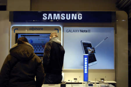 Copenhagen / Denmark.Consumer inspecting Samsung Galaxy Note II in danish hIFI store 1 Febr uary 2013       Stock Photo - 17713431