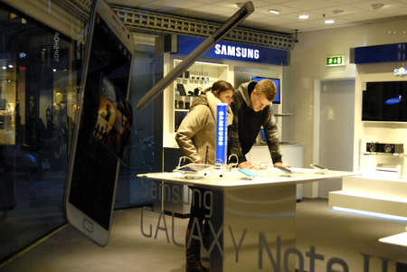 Copenhagen / Denmark.Consumer inspecting Samsung Galaxy Note II in danish hIFI store 1 Febr uary 2013    Stock Photo - 17713440