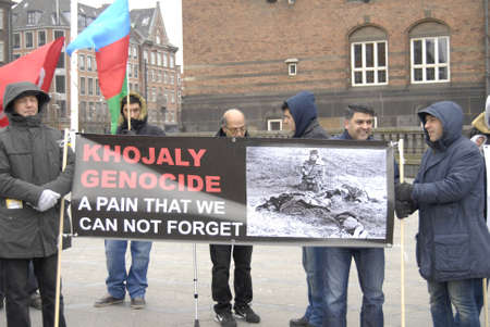 azerbaijanian: Copenhagen  Denmark.Handful  Azerbaijanian immigrants living Denmark stanged rally against Armenia state The message Azerbaijan Khojaly 26 February 1992  killed 613 infant 83 families 8 hostages 1275 Agressir Armenia infront at Copenhagen Townhall Raadhu