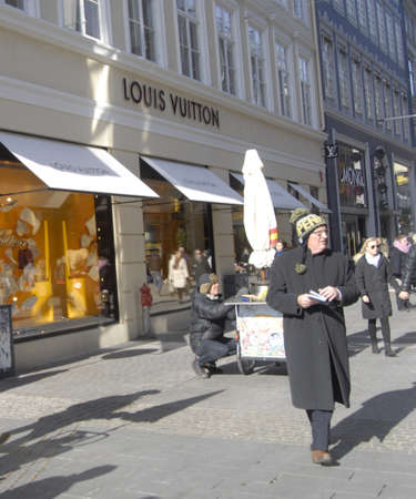 louis vuitton: Copenhagen  Denmark.  Consumers on stauday shopping on stroget and Louis Vuitton store at corner stroget or kobmandsgade 9 March 2013