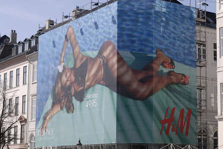 hm: Copenhagen  Denmark.  American entertainer and singer Beyone billboard for  H&M and products on sale H&M stores in Copenhagen  2 May 2013