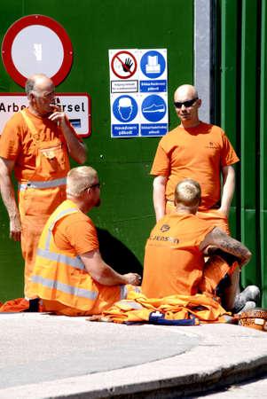 pause repas: Copenhague  Danemark. _Metro Gare travailleur de la construction d'un site pour le d�jeuner cassez 12 Juin 2013