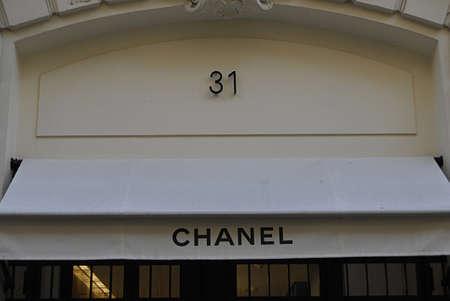 PARIS/FRANCE  _Chanel headquarters Paris  25 July 2013    版權商用圖片 - 21100250
