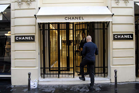 PARIS/FRANCE  _Chanel headquarters Paris  25 July 2013        版權商用圖片 - 21100253