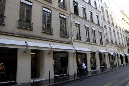 PARIS/FRANCE  _Chanel headquarters Paris  25 July 2013       版權商用圖片 - 21100254