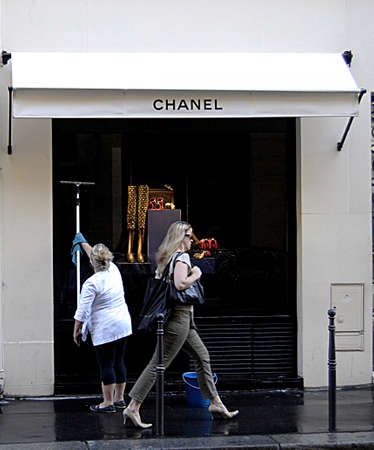 PARIS/FRANCE  _Chanel headquarters Paris  25 July 2013        版權商用圖片 - 21100255