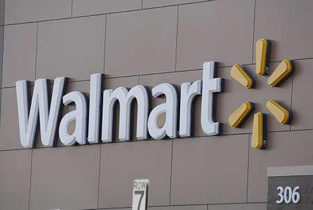 walmart: CLARKSTON  EE.UU. _ Walmart s�per tienda en Clarkston el estado de Washington en 13 de agosto 2013