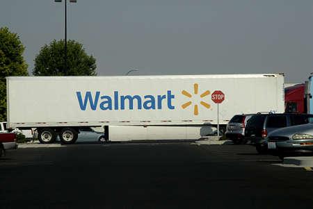 walmart: CLARKSTONUSA _ Walmart super store in Clarkston Washington State on 13 August 2013