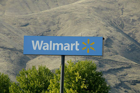 polictis: CLARKSTONUSA _ Walmart super store in Clarkston Washington State on 13 August 2013