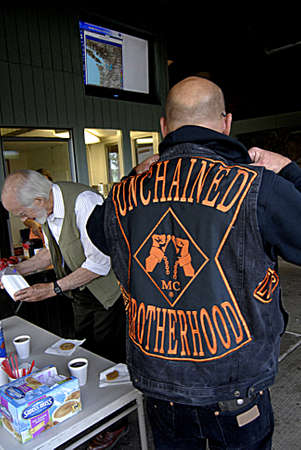 unchained: INDIAN JOHN HILL REST AREA WASHINGTON STATE USA _   7 Sept. 2013-Stay  Free Coofee and cokies compliament of  unchained  bortherhoodone of  Motor cycle club is spreading message stay sober free from drug and alcohol unchained brotherhood  representative