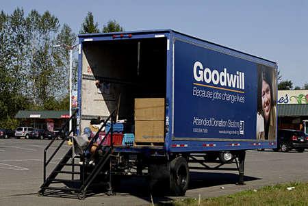 giver: Burkley  WASHINGTON  EE.UU. _ (FOTO POR FRANCIS DECANO  deanpictures) Fondo de comercio donaci�n cami�n estacionado que esperar a que la donaci�n de donante 8 Sept.2013
