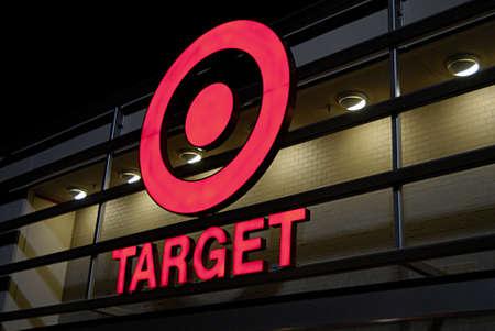 VANCOUVER/WASHINGTON STATE /USA _  9 sept. 2013 Targo mega store open at evening