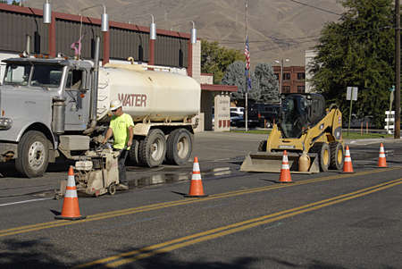trafic: LEWISTONIDAHO STATE USA _Road work road closed ahead trafic warn 19 sept. 2013