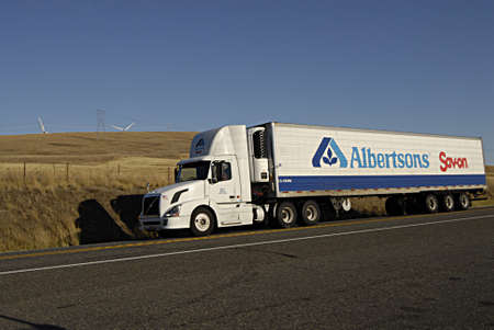 polictics: GOLDENDALWASHINGTON STATE USA _Albertsons food delivery truck 11 sept. 2013   on us highway     Editorial