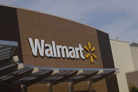 walmart: CLARKSTON  WASHINGTON  EE.UU. _ Los consumidores de Walmart de mega tienda de 27 de septiembre 2013 Editorial