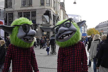 htc: Copenhagen  Denmark.  12 October 2013_ HTC promotion on stoget today on saturday