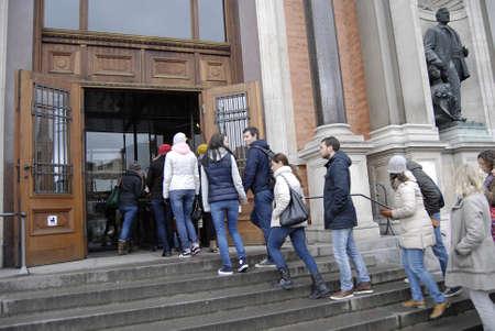 carlsberg: Copenhagen Denmark-  03 November  2013   tourists waitng  in line to visit  Ny Carlsberg Glyptoek museum  on sunday