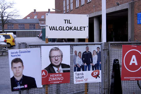 Kastrup /Denmark-  19 November  2013  _Danes rushing to polling station to cast thier votes for city councils and counties region at thier slected polling stations most of polish stations are locat in schools here this polling station is on Amager island  Stock Photo - 23817751