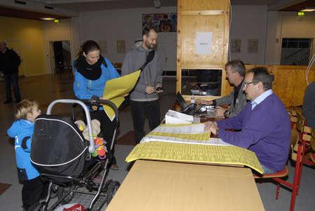 councils: Kastrup  Danimarca-19 NOVEMBRE 2013 _Danes correre al seggio elettorale per lanciare appenderci voti per i consigli comunali e le contee regione a appenderci seggi slected la maggior parte delle stazioni polacchi sono Locat nelle scuole qui questo seggio � sull'isola di Amager