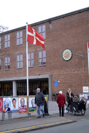 Kastrup /Denmark-  19 November  2013  _Danes rushing to polling station to cast thier votes for city councils and counties region at thier slected polling stations most of polish stations are locat in schools here this polling station is on Amager island  Stock Photo - 23817766