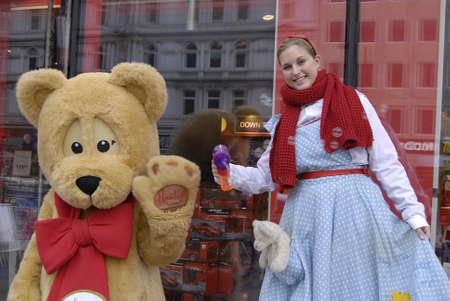 toy shop: Copenhagen  DANIMARCA 20 Novembre 2013 _Hamleys est.london 1760 il negozio di giocattoli pi� belli del mondo