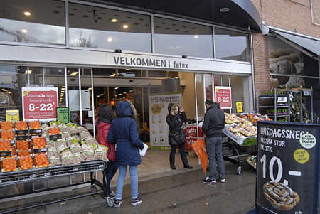 fakta: Copenhagen Denmark- 04  December   2013  _   Big discount market undermind small food market and shops due to long opening hours and selling cheaps then small shops and stores    Editorial