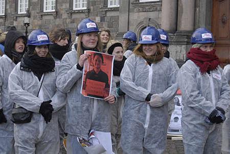 protestors: Copenhagen Denmark- 06  December   2013  _  Students group Byg Danamrk op demonds for apprenticeships  in all danish business isntitutes ,protestors at christiansborg
