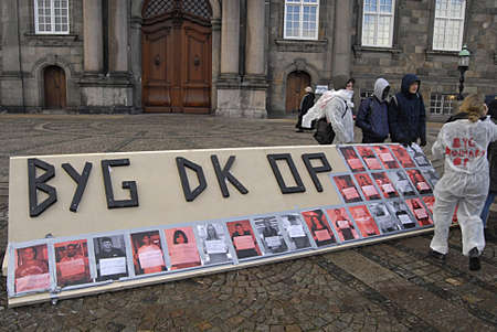 protestors: Copenhagen Denmark- 06  December   2013  _  Students group Byg Danamrk op demonds for apprenticeships  in all danish business isntitutes ,protestors at christiansborg   Editorial