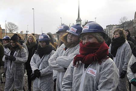 apprenticeships: Copenhagen Denmark- 06  December   2013  _  Students group Byg Danamrk op demonds for apprenticeships  in all danish business isntitutes ,protestors at christiansborg