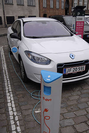 Kastrup Denmark-  16 December  2013  _electric car at recharge booth E.On