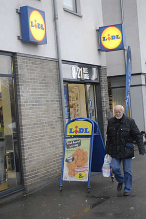 eldlery: Kastrup Denmark-  21 December  2013 _German discount chain lidl  opens from early morning 8-21 late at evening 9 pm