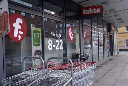 fakta: Kastrup Denmark-  26 December  2013  _Fakta and netto discount chain food stores are closed on 2ndday christms in respect of christmas religious holidays          Editorial