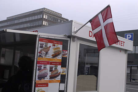 kastrup: Kastrup Denmark-  26 December  2013 _Danish hot dogs  van