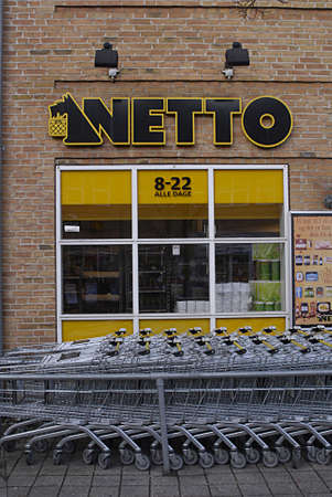 fakta: Kastrup Denmark-  26 December  2013  _Fakta and netto discount chain food stores are closed on 2ndday christms in respect of christmas religious holidays