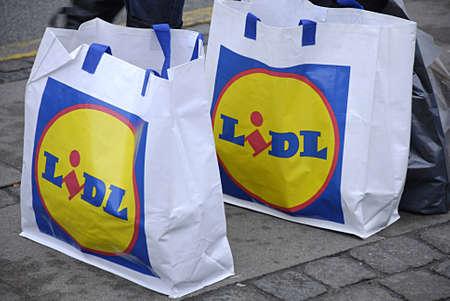 KASTRUPCOPENHAGENDENMARK- Lidl consumers shopping at Lidl food cain market   28 February 2014