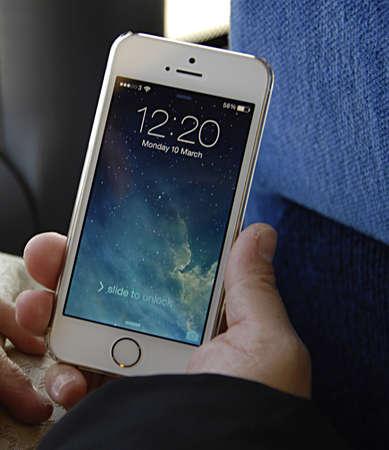 iphone5: COPENHAGEN DENMARK- Woman showing Iphone5         10  Marchi 2014