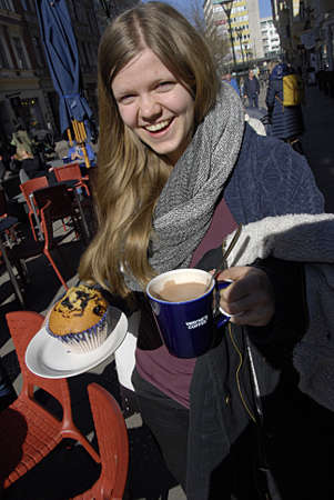 swede: MALMÖMALMOSWEDENSVERIGE-  Female swede  consumer with coffeeand mufin       13 Marchi 2014