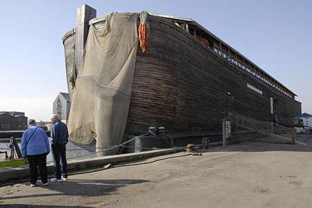 KOGE (KGE)  DINAMARCA-Arca de pato barco arca en Koge danés ciudad provience Arca de Noé está flotando historias de la Biblia acerca de Noa y sus animales arca y humana en la nave arca Noas ark es 70 Metters largo ancho altura 13 metros y 10 metros y construir esta arca necesita 1200 FSC