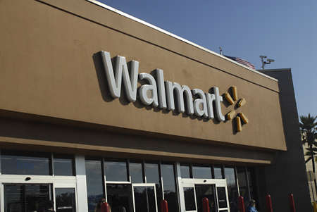 walmart: Kauai Island  Hawai  EE.UU. _ En la isla de Kauai de Hawaii azul Walmart bolsas de la compra cuesta 50 c�ntimos y alimento son caros y luego continental 30 de diciembre 2012